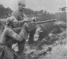 Soldados alemanes con una ametralladora ligera Madsen M1902 en 1915, durante la Gran Guerra.