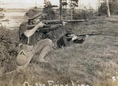Soldados estadounidenses de maniobras a comienzos del siglo XX con sus fusiles Springfield M1903. Aún llevan el uniforme usado en Cuba.